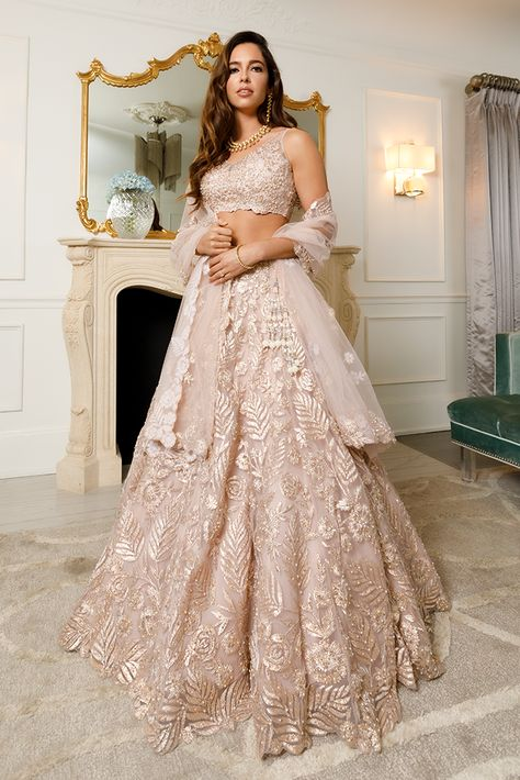 Indian Bridal Outfits, Indian Bridal Lehenga, Indian Bridal Fashion, Pakistani Bridal Dresses, Indian Bridal Wear, Gold Lehenga Bridal, Indian White Wedding Dress, Indian Wedding Hair, Indian Formal Dresses