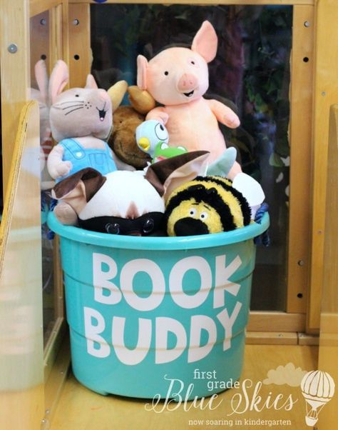 Book buddies for classroom reading. Keep a bin in your classroom library area to keep all of your character stuffed animals.Book buddies for classroom reading.Reading independently is not so independent anymore :) Store book buddies in a tubBuild a First Grade Classroom, Classroom Setting, Classroom Design, Future Classroom, Reading Corner Classroom, Year 1 Classroom, Classroom Door, Pre School Classroom Ideas, Book Corner Eyfs