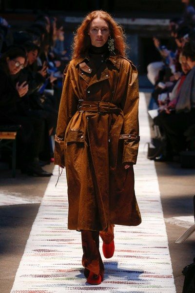 The complete Acne Studios Fall 2018 Ready-to-Wear fashion show now on Vogue Runway.