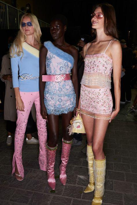 High Fashion, 2000s Fashion, Retro Fashion, Runway Fashion, Fashion Show, Fashion Outfits, Fashion Design, Milan Fashion, Vogue