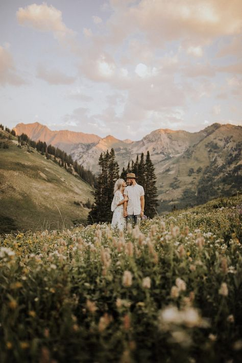 Love this mountain engagement shoot// Photo by India Earl