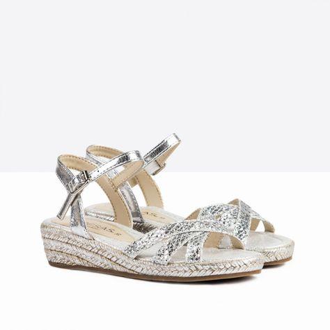 1589b3d6 Sandalias de Niña Cuña Glitter Plata - Calzado - Niña - Fresas by Conguitos  #conguitos #fresas #shoes #collection #ss18 #sandalias #cuña #glitter