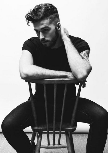Male Poses Photography Ideas 47 In 2020 Mens Photoshoot Poses Photography Poses For Men Poses For Men