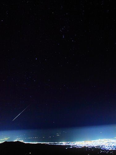 流れ星と富士山からの夜景 星景写真 富士山 流れ星 夜景