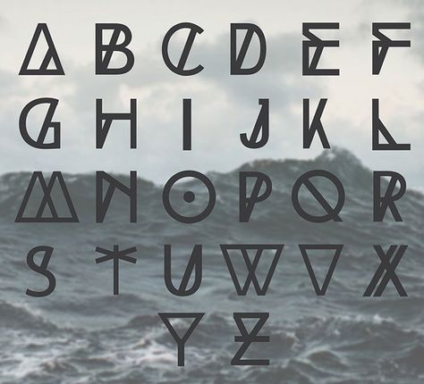 High Tide free geometric font. See more fonts like this at www.designyourownblog.com