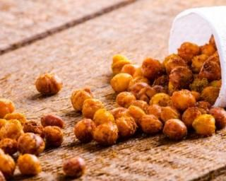 Pois chiches minceur grillés et épicés à croquer : http://www.fourchette-et-bikini.fr/recettes/recettes-minceur/pois-chiches-minceur-grilles-et-epices-croquer.html