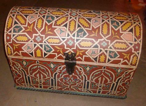 Baule dipinto marocchino