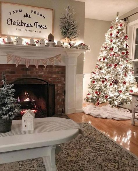 27 Gorgeous Christmas Apartment Decoration Ideas - My dream modern Fresh Christmas Trees, Christmas Time Is Here, Cozy Christmas, Rustic Christmas, Beautiful Christmas, Christmas Holidays, Cheap Christmas, White Christmas, Elegant Christmas