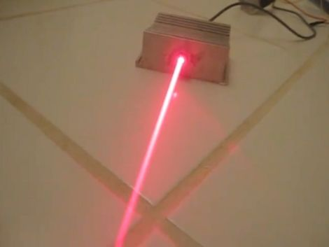 Build a cutting laser from an old PC – John - Technologie - Computer, Tablets und Zubehör Electronics Projects, Electrical Projects, Arduino Projects, Electrical Engineering, Diy Projects, Electronics Gadgets, Science Projects, Life Hacks Diy, Diy Hacks