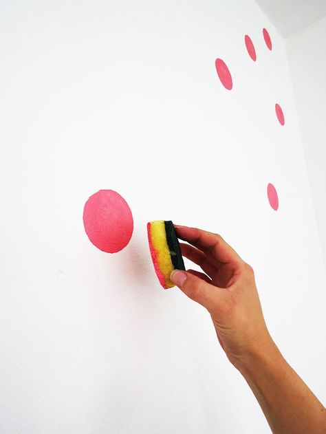 How to paint a polka dots wall – Ohoh deco So einfach bekommste du bunte Punkte an die Wand! The post How to paint a polka dots wall – Ohoh deco appeared first on Welcome! Polka Dot Walls, Polka Dots, Polka Dot Bedroom, Polka Dot Nursery, Bright Nursery, Polka Dot Wall Decals, Paint Designs, Girl Room, Bunt