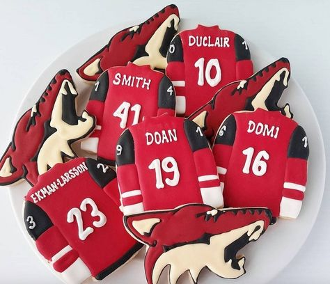 Double-Tap, wenn Du ganz plötzlich hunger hast. 🍪🍩🍰 #hockeyfood #yummi #foodporn #lecker #kuchen #torten #instafood #törtchen #backen #küchenfee #NHL #cake #cakes #TeilDesSpiel #geilsteZeit #eishockey #eishockeyspieler #eishockeyfan #dnchockey #coolestgame #deloffiziell #nhl20 #scallywag #BRAYCE 📷 @majorjayzer @ijustwanttobake #repost #follow