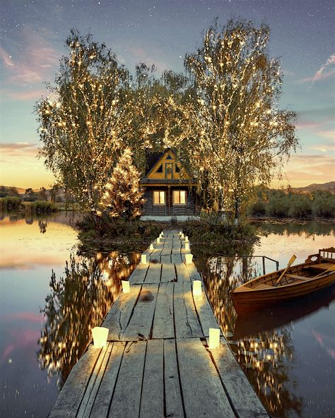 Beautiful cottage by the lake 😍 Would you love to live here? Real Life Fairies, Cabin In The Woods, Destination Voyage, Magical Christmas, Christmas Lights, Christmas Mantles, Christmas Christmas, Christmas Decorations, Christmas Ornaments