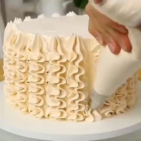 Video tutorial how to make amazing desserts 🧁 #cake #piping #decoration