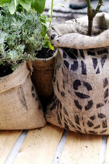 "GARDEN DIY :: Coffee Bag Planter Pots Tutorial :: Great for outside! (check onlinefabricstore.net, search: ""coffee bags"") 