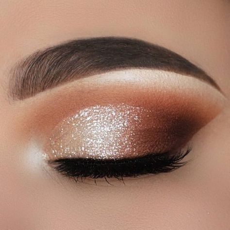35 Hottest Eye Makeup Looks For Day And Evening , soft glam eye shadow - Make-Up Soft Eye Makeup, Makeup Eye Looks, Dramatic Eye Makeup, Eye Makeup Steps, Eye Makeup Art, Glam Makeup, Eyeshadow Makeup, Natural Makeup, Brown Smokey Eye Makeup