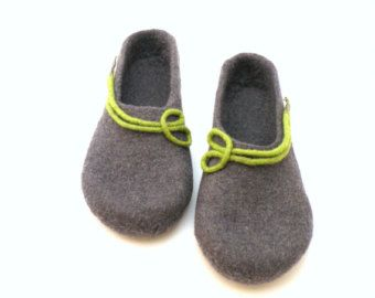 Women wool clogs, house shoes, felted wool slippers