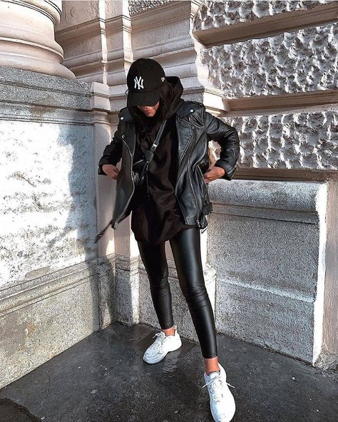 The Effective Pictures We Offer You About tomboy fashion chic A quality picture can tell you many th Winter Mode Outfits, Casual Winter Outfits, Winter Fashion Outfits, Stylish Outfits, Autumn Fashion, Dress Casual, Winter Outfits Women, Trendy Black Outfits, Casual Ootd