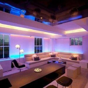 Lampe Halogene Comment Utiliser La Lumiere Pour Decorer Archzine Fr Appartement Design Lampe Neon Et Beaux Appartements