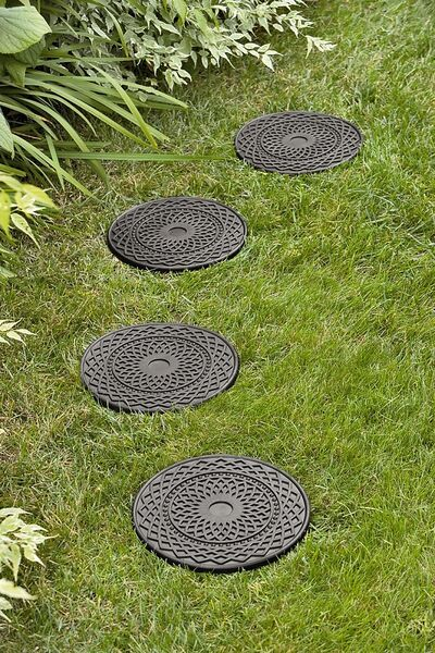 Decorative Round Stepping Stones Recycled Rubber Gardeners Com In 2020 Garden Stepping Stones Garden Pavers Rubber Stepping Stones