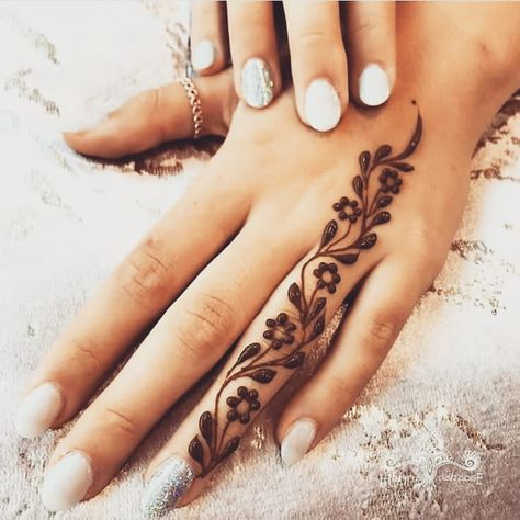 Explore latest Mehndi Designs images in 2019 on Happy Shappy. Mehendi design is also known as the heena design or henna patterns worldwide. We are here with the best mehndi designs images from worldwide. Henna Tattoo Designs Simple, Finger Henna Designs, Henna Art Designs, Mehndi Designs For Girls, Mehndi Designs For Beginners, Mehndi Designs For Fingers, Fingers Design, Bridal Henna Designs, Mehandi Designs
