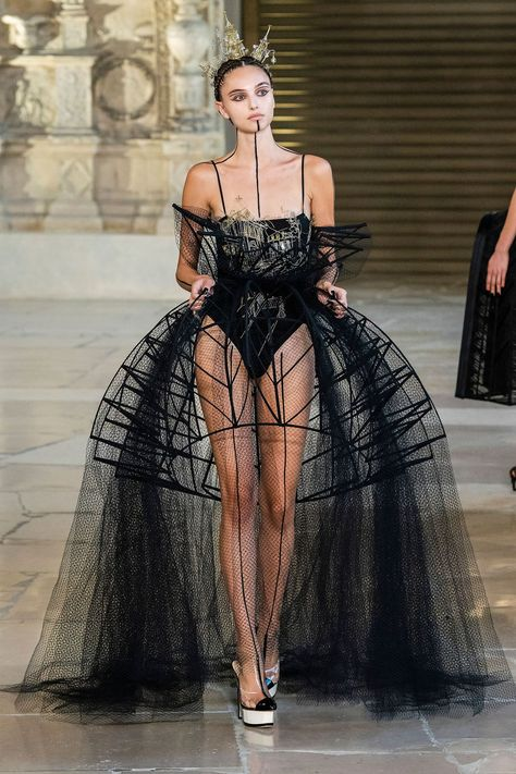 fashion show Dfil Guo Pei automne-hiver Couture - Madame Figaro