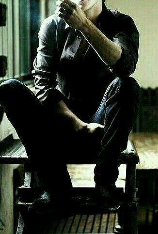 من أفزعك من خاض عالمك الجميل وعاث فيه ورو عك من أحزنك من هز تحليق الطيور وأدم عك من أطفأك واعاد للدنيا الظلام ومزقك سـ أكون دوم ا جانبك ك