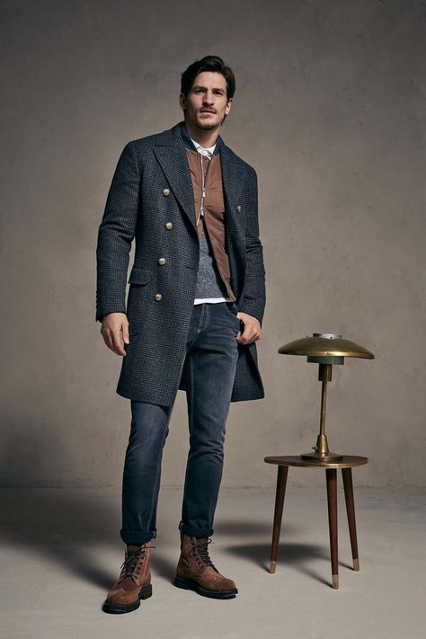 Brunello Cucinelli Fall 2018 Menswear collection, runway looks, beauty, models, and reviews.