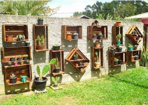 15 Ideas Sencillas Y Creativas Para Decorar Tu Jardin Con Madera En 2020 Jardineras De Madera Jardines Verticales Decoracion Cactus