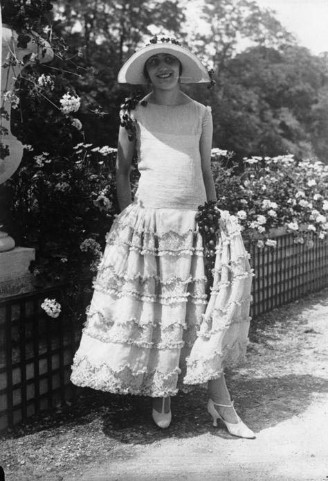 1920s found photo vintage fashion style dress garden party drop waist full skirt hat