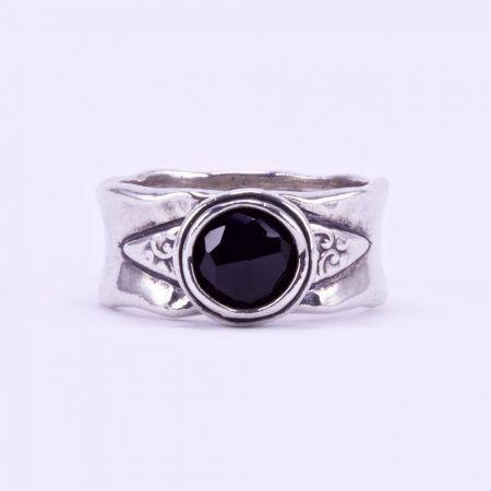 68fd35cde Izraeli ezüst csiszolt ónix köves gyűrű