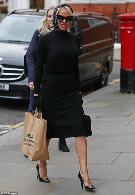 Lunch time: The former Baywatch star, a staunch vegan and PETA campaigner, arrived with a bag full of healthy vegetarian food for beleaguered Assange