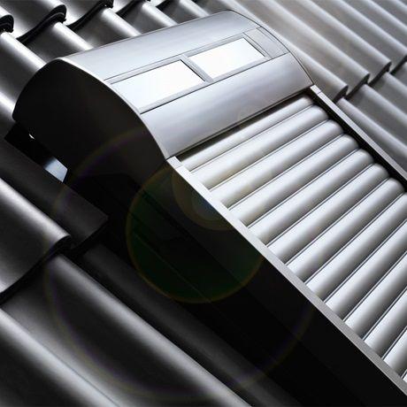 Velux Solarrollladen Integration Ins Dach Aussenjalousien Dachfenster Dachfenster Rolladen