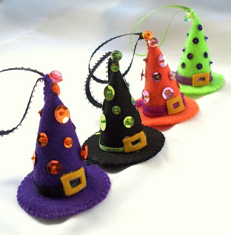 Felt Halloween Ornaments - sequined witch hats!