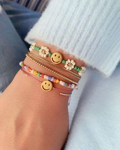 Dont worry be happy. Cute Jewelry, Beaded Jewelry, Jewelry Accessories, Handmade Jewelry, Beaded Bracelets, Diy Fashion Accessories, Bold Jewelry, Trendy Jewelry, Simple Jewelry
