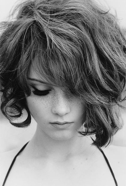 8 Gorgeous Hairstyles For Frizz Prone Hair Choppy Bob Hairstyles Messy Bob Hairstyles Bob Hairstyles