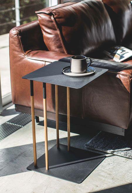ソファに座ってpc作業も可能 差し込みサイドテーブル サイドテーブル ソファ インテリア