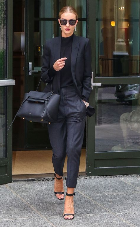 Rosie Huntington-Whiteley from The Big Picture: Today's Hot Pics  Business babe! The model looks chic andprofessional while leaving her NYC hotel.