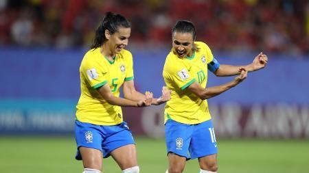 Brasil Bate Italia Com Gol Historico De Marta E Avanca As Oitavas De Final Selecao Brasileira De Futebol Feminino Futebol Para Meninas Gol
