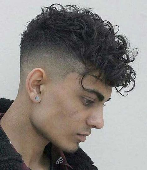 Curly Undercut: 30 Modern Curly Haircuts for Men - Men's Hairstyle Tips Fade Haircut Curly Hair, Male Haircuts Curly, Fade Haircut Styles, Curly Undercut, Curly Hair Styles, Wavy Hair Men, Curly Hair Cuts, Haircuts For Men, Men Undercut