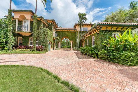 A Venda Casa De Alto Padrao 90 Leucadendra Dr Coral Gables Fl 33156 Coral Gables Florida 58678285 Luxuryesta In 2020 House Styles Mansions California Dreaming