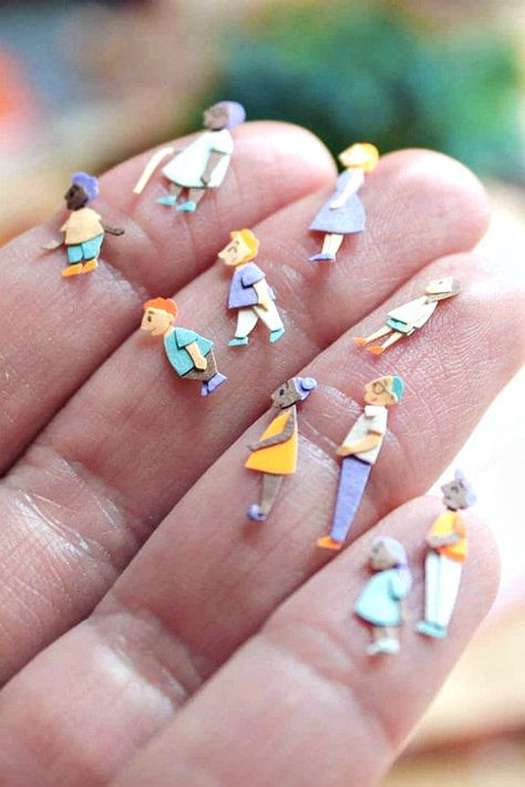 These miniature paper figures were hand cut by UK paper artist and illustrator L. - These miniature paper figures were hand cut by UK paper artist and illustrator Laura K. Paper People, Paper Toys, Paper Games, 3d Paper Crafts, Foam Crafts, Miniature Crafts, Paper Artist, Origami Paper, Origami Lamp