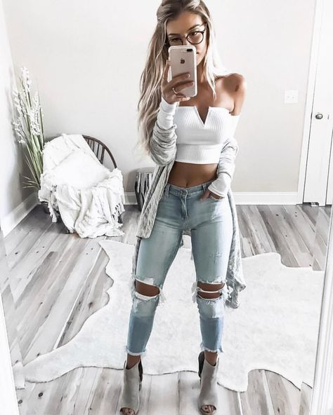 """629 Likes, 4 Comments - F o i C l o t h i n g (@foiclothing) on Instagram: """"Our tidepool Distressed crop jeans are so perfect on @kelsrfloyd -$88 only a few sizes left."""""""