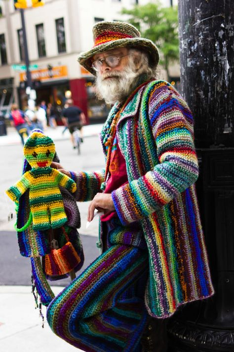 His name is Spooner and he hand crochets all of his clothes, even his little monkey friend. was für ein Mann!