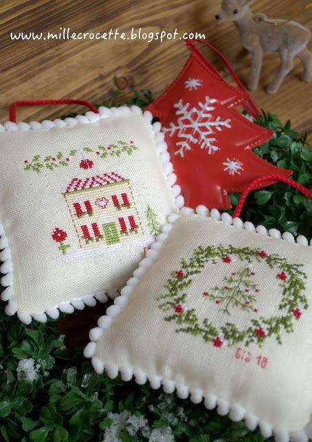 Idee Regalo Natale Punto Croce.Puntocroce E Fantasia Simboli Del Natale Punto Croce Natalizio Decorazioni Natalizie Decorazioni