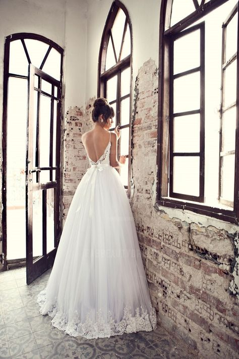 Ball Gown Spaghetti Straps Sweep/Brush Train Tulle Wedding Dress