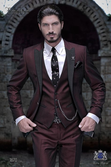"""Red groom suit, fashion Italian outfit Ottavio Nucc Roter Bräutigam Anzug, Mode italienische Outfit Ottavio Nuccio Gala Italian three-part with modern cut """"Slim"""" edge flaps and 1 button. New fabric performance """"litmus"""" red. Prom Suits For Men, Dress Suits For Men, Mens Fashion Suits, Mens Suits, Blue Blazer Outfit, White Blazer Outfits, Costume Rouge, Black Suit Men, Black And Red Suit"""