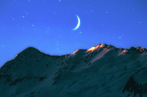 On the heels of the cosmic New Moon that is Yule, the Winter Solstice, the longest night of the year in whose murky, somber heart we await and celebrate the return of the light, comes a salient,…  #newmoonincapricorn #crystalwind #capricornnewmoon #newmoon #solareclipse #wintersolstice