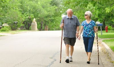 مع كثرت الجلوس فالمشي هو أفضل حل بالنسبة لك فوائد المشي Senior Fitness Low Impact Workout Aging Parents