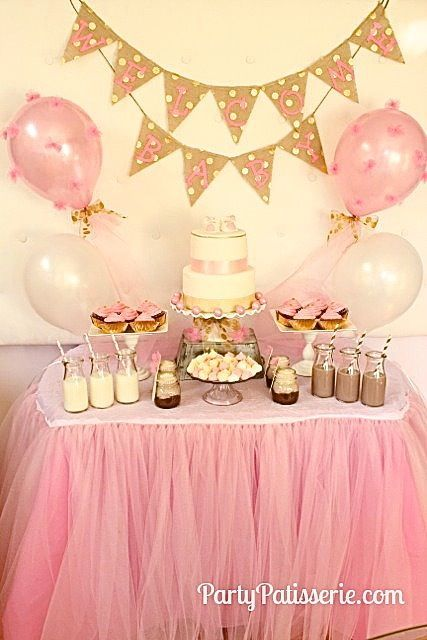 Table Decorations In Pink And Gold Tulle