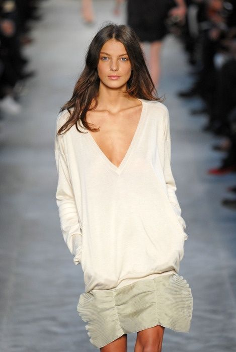 Daria Werbowy on runway for Stella Mc Cartney, lovely in natural tones